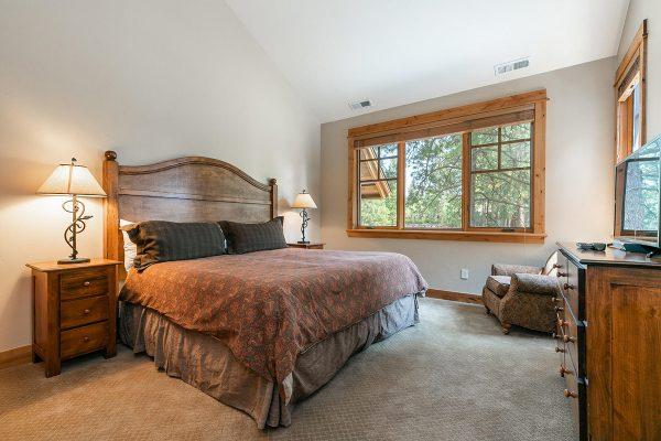 13113-Fairway-Dr-Truckee-CA-008-5-Bedroom-Two-MLS_Size