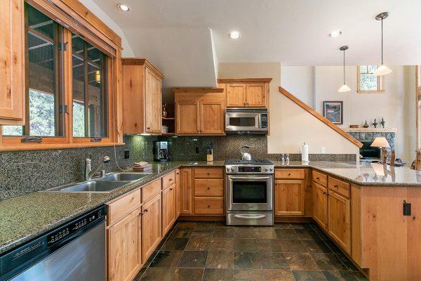 13113-Fairway-Dr-Truckee-CA-020-18-Kitchen-MLS_Size