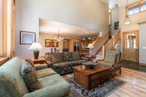 13113-Fairway-Dr-Truckee-CA-023-10-Living-Room-MLS_Size