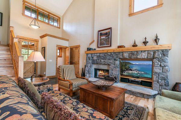 13113-Fairway-Dr-Truckee-CA-024-15-Living-Room-MLS_Size