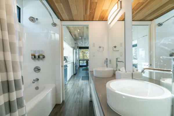 19140 Glades Place Truckee CA-small-030-023-Bathroom One-666x444-72dpi
