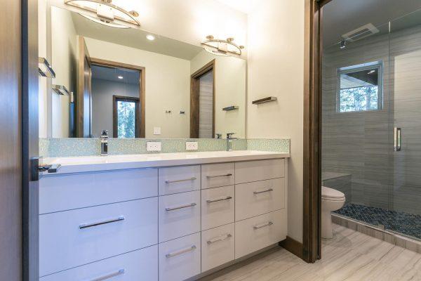 11040 Ghirard Rd Truckee CA-large-029-011-Bathroom Four-1500x1000-72dpi