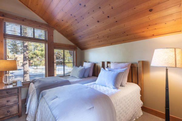 12478 Lookout Loop Truckee CA-large-001-006-Upstairs Bedroom-1500x1000-72dpi