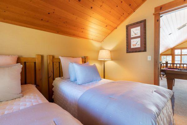 12478 Lookout Loop Truckee CA-large-002-003-Upstairs Bedroom-1500x1000-72dpi