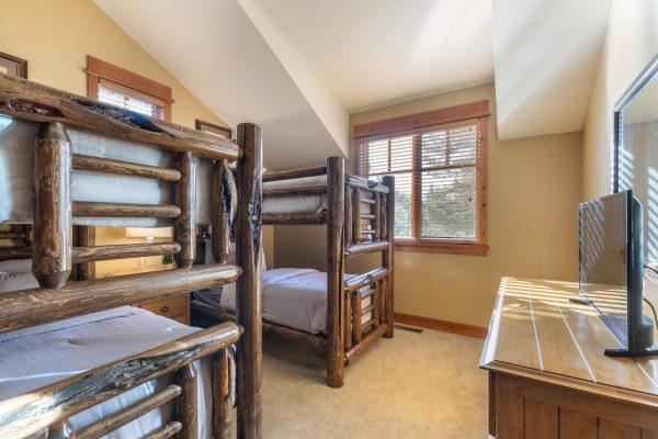 12478 Lookout Loop Truckee CA-large-006-002-Bedroom Three-1500x1000-72dpi