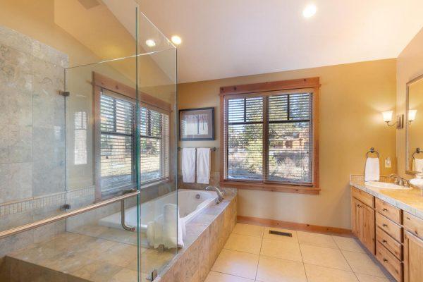 12478 Lookout Loop Truckee CA-large-028-021-Master Bathroom-1500x1000-72dpi