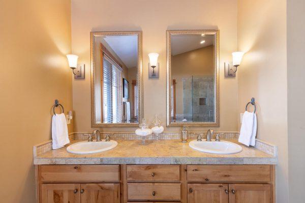 12478 Lookout Loop Truckee CA-large-030-027-Master Bathroom-1500x1000-72dpi
