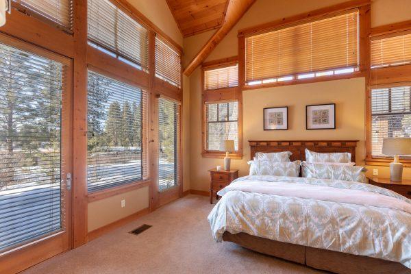 12478 Lookout Loop Truckee CA-large-032-032-Master Bedroom-1500x1000-72dpi