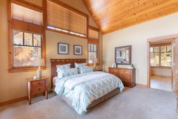 12478 Lookout Loop Truckee CA-large-034-007-Master Bedroom-1500x1000-72dpi