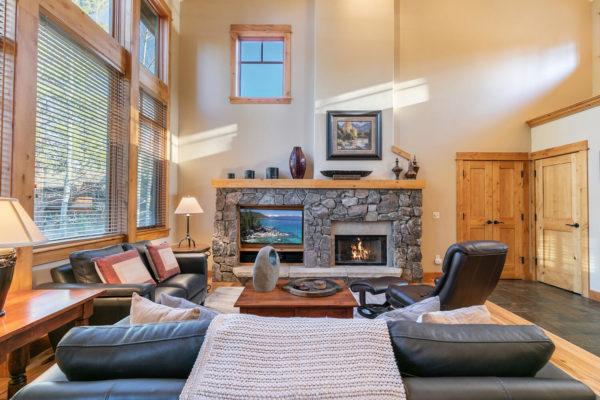 13125 Fairway Dr Unit 5C-large-011-043-Living Room-1500x1000-72dpi
