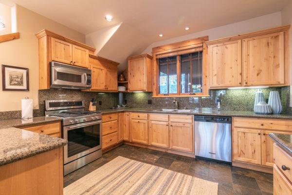 13125 Fairway Dr Unit 5C-large-018-042-Kitchen-1500x1000-72dpi
