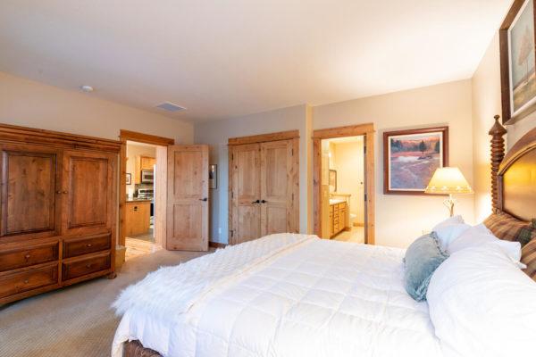 13125 Fairway Dr Unit 5C-large-025-025-Bedroom One-1500x1000-72dpi