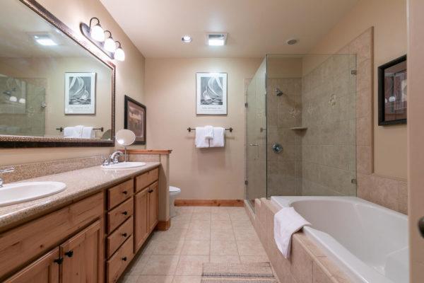 13125 Fairway Dr Unit 5C-large-026-020-Bathroom One-1500x1000-72dpi