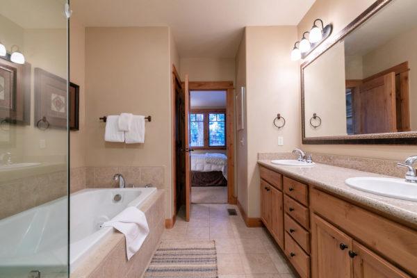 13125 Fairway Dr Unit 5C-large-027-022-Bathroom One-1500x1000-72dpi