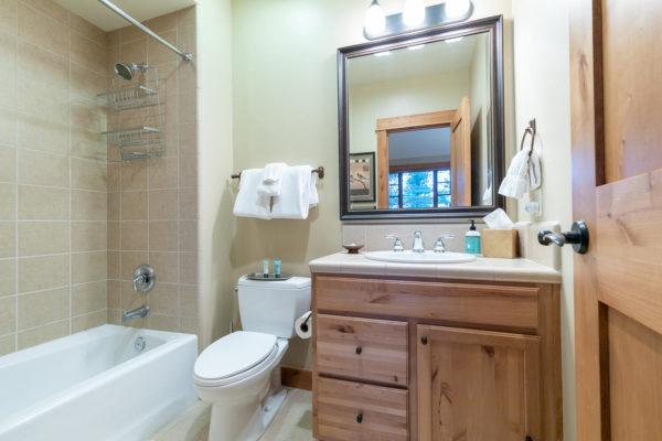 13125 Fairway Dr Unit 5C-large-030-021-Bathroom Three-1500x1000-72dpi