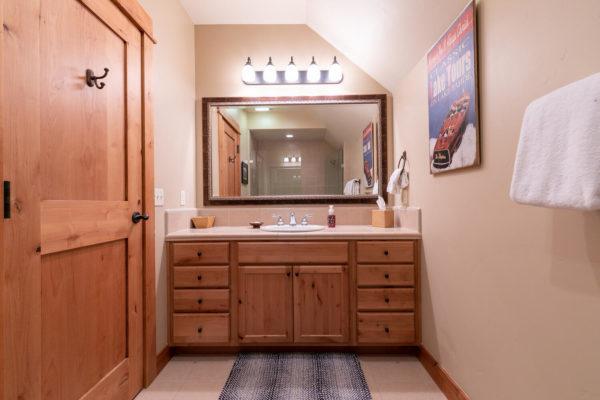 13125 Fairway Dr Unit 5C-large-033-023-Bathroom Two-1500x1000-72dpi