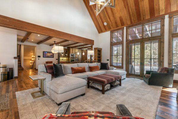 13534 Fairway Dr Truckee CA-large-012-034-Living Room-1500x1000-72dpi