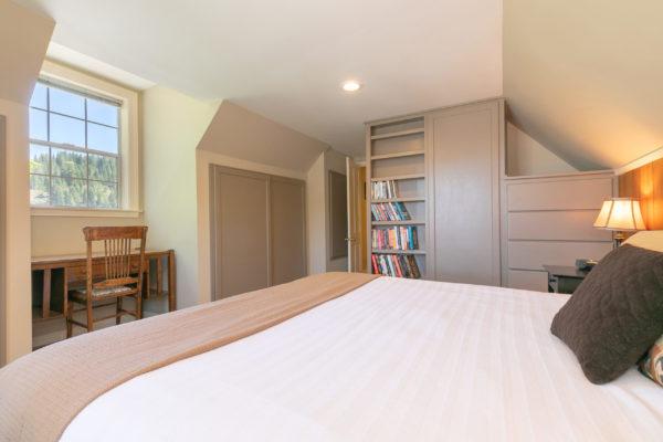 10230 Donner Pass Rd Truckee-print-034-022-Bedroom Five-3307x2205-300dpi