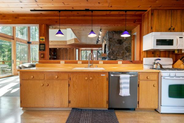 820 Beaver Pond Truckee CA-large-020-015-Kitchen-1493x1000-72dpi