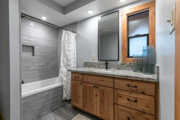 820 Beaver Pond Truckee CA-large-039-001-Bathroom Three-1500x1000-72dpi