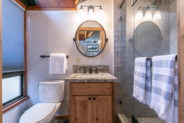 820 Beaver Pond Truckee CA-large-042-005-Bathroom Three-1500x1000-72dpi
