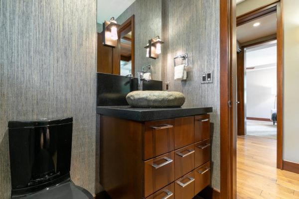 10263 Olana Dr Truckee CA-large-018-030-Bathroom One-1500x1000-72dpi