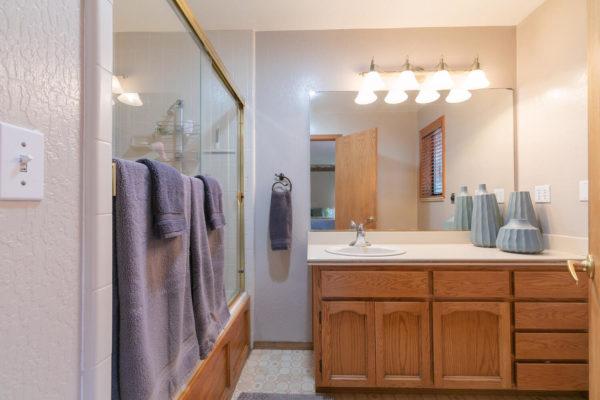 12276 Greenwood Dr Truckee CA-large-023-015-Bathroom Two-1500x1000-72dpi
