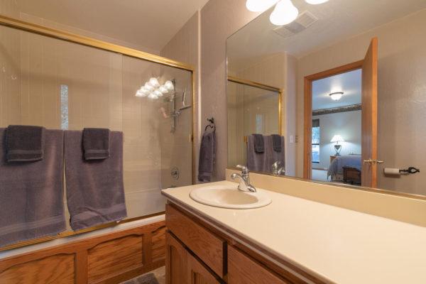 12276 Greenwood Dr Truckee CA-large-024-019-Bathroom Two-1500x1000-72dpi