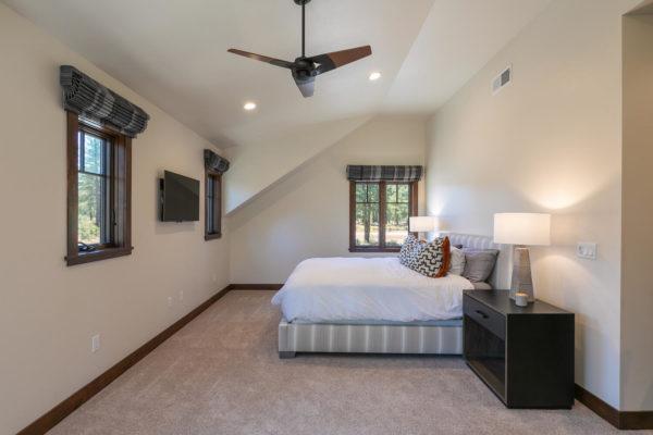10189 Annies Loop Truckee CA-large-019-006-Bedroom ONe-1500x1000-72dpi