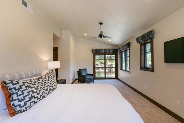 10189 Annies Loop Truckee CA-large-020-005-Bedroom One-1500x1000-72dpi