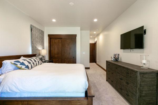 10189 Annies Loop Truckee CA-large-028-021-Bedroom Three-1500x1000-72dpi