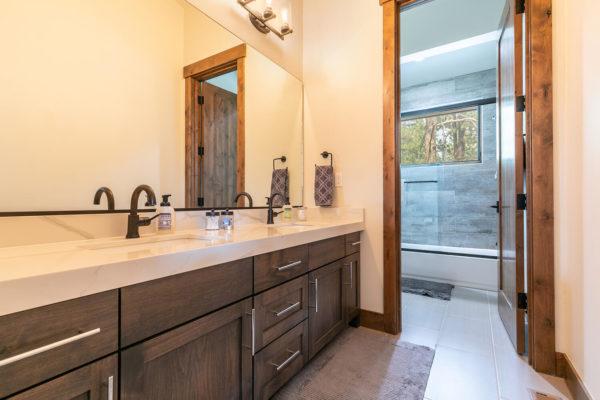 11431 Ghirard Rd Truckee CA-large-036-001-Bathroom Two-1500x1000-72dpi
