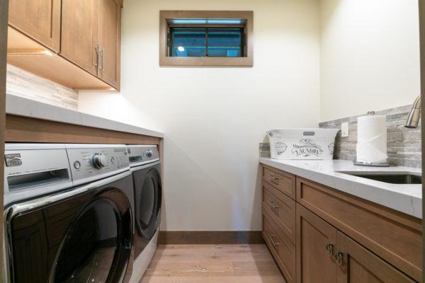 104 Yank Clement Truckee CA-large-034-016-Laundry-1500x1000-72dpi